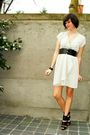 Gray-dress-black-shoes-silver-necklace-black-bracelet-black-belt