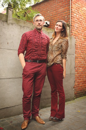 camel blouse - crimson pants - dark brown clogs