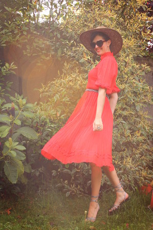 red dress - brown hat - silver accessories