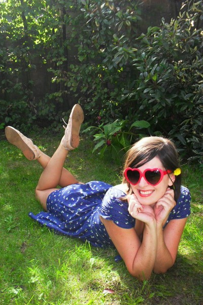blue dress - beige shoes - red glasses