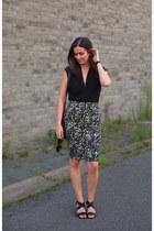 black tuxe bodysuit - black Selected skirt - black Tamaris sandals