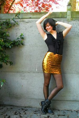 gold skirt - black boots - black tights - black bra - black blouse