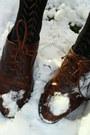 Tan-skirt-heather-gray-t-shirt-black-tights-dark-brown-shoes-dark-brown-