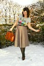 Tan-skirt-heather-gray-t-shirt-black-tights-dark-brown-shoes-dark-brown-