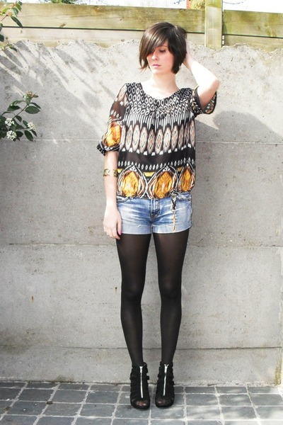 black blouse - blue shorts - black tights - black shoes - gold bracelet