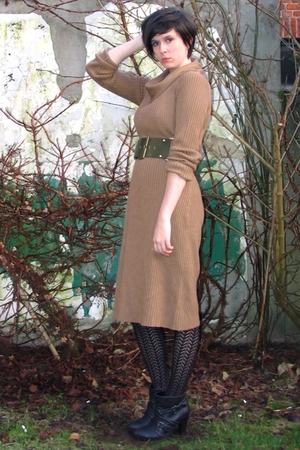 brown dress - green belt - black tights - black boots