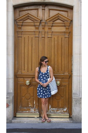 blue Zara dress - black shoes - brown vintage sunglasses - white H&M bag