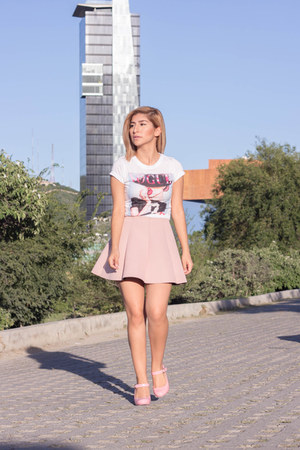pink jelly mary jane pumps - light pink neoprene pull&bear skirt - white t-shirt