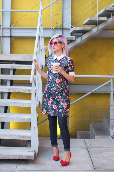 navy Zara dress - navy Forever 21 jeans - hot pink Prada sunglasses