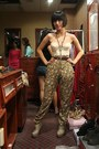 Boots-vintage-top-floral-zara-pants-vintage-belt-chain-necklace