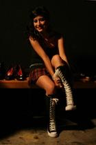 black top - black belt - red skirt - black Converse shoes