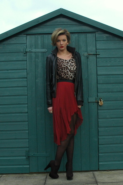 crimson pleated mixi Republic skirt - black leather River Island jacket