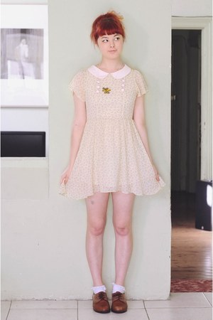 cream Lalamagic dress - yellow DIY necklace