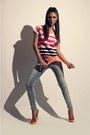 Zara-jeans-bershka-t-shirt-zara-sandals
