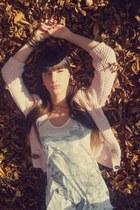 white hm t-shirt - stradivarius jeans - bershka blouse