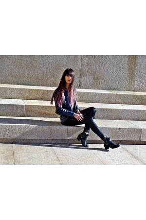 black Stradivarius ring - hm boots - navy Bershka jacket - zara leggings