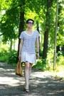 Camel-longchamp-bag-white-zara-t-shirt