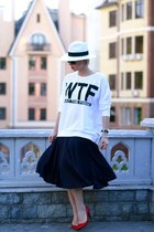 navy H&M skirt - white Zolla hat - white H&M sweatshirt - red Zara pumps