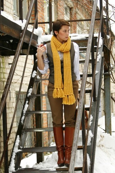 mustard Stradivarius scarf - brown Massimo Dutti bag