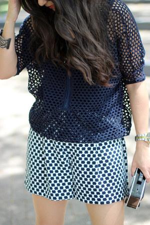 black Lulus bag - off white ann taylor shorts - black Shoedazzle heels