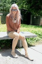 peach Gianni Binni shoes - camel shorts - nude Forever 21 blouse