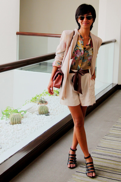 floral Zara shirt - black gladiator heels Mango - Stella McCartney