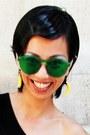 Silver-oversized-skull-alexander-mcqueen-ring-green-linda-farrow-sunglasses