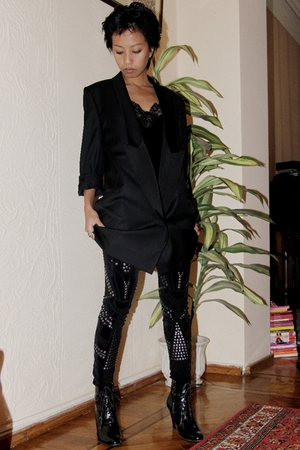 black studded Mango leggings - black Stella McCartney - black lace top Koton