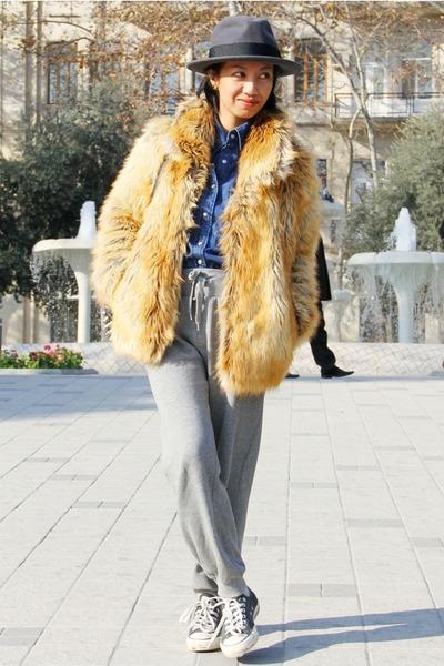 black Converse sneakers - camel fur coat - blue denim Mango shirt
