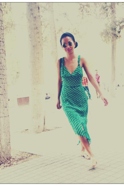 green polka dot custom made dress - black lennon Ray Ban sunglasses