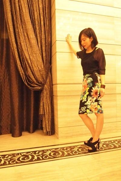 H&M skirt - silk wow top - tank wow top - Diane Von Furstenberg heels