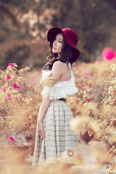 brick red hat - white blouse - silver skirt