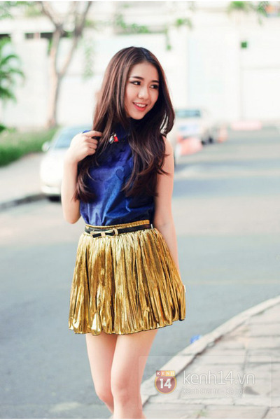 gold skirt - blue top