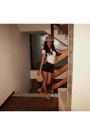 H&M hat - Bershka shoes - pull&bear bag - pull&bear shorts - Zara blouse