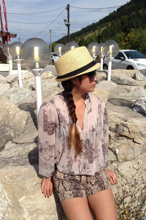 beige light flowy Jacob blouse - Urban Outfitters hat - snake print BCBG shorts
