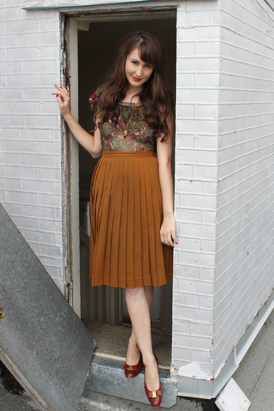 Please help me style these vintage skirts ...