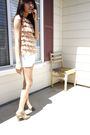 Beige-vintage-shirt-white-levis-shorts-green-target-shoes