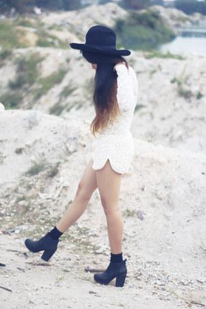 Forever21 shorts - Topshop boots - asos hat - Forever21 bodysuit