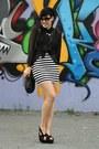Black-pieces-bag-black-wedges-white-h-m-skirt