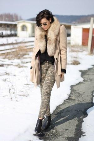 black chelsea boots asos boots - camel trenchcoat Primark coat