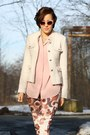 Boucle-yest-blazer-buffalo-boots-floral-print-yest-pants-vintage-blouse
