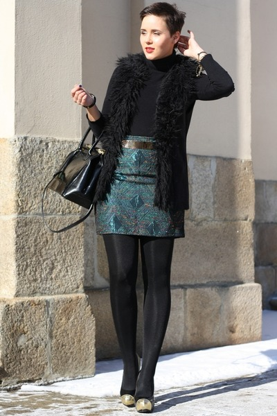 turquoise blue skirt - black bag - black fake fur New Yorker vest - black heels