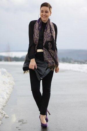 purple scarf - black bag - gold belt - black H&M blouse