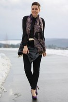 purple scarf - black bag - gold belt - black H&M blouse