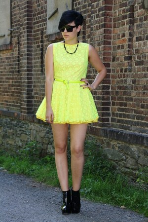 black Buffalo shoes - yellow Jones and Jones dress