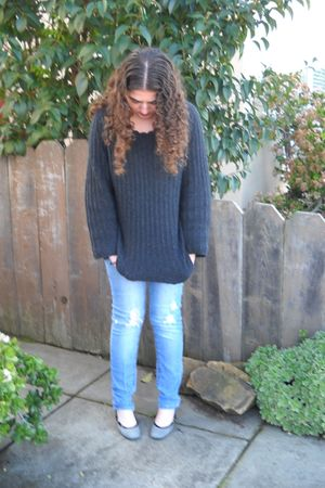 gray sweater - blue jeans - silver Nine West shoes