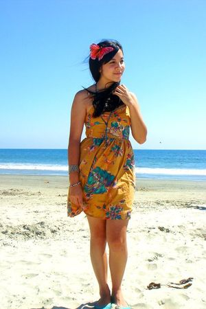 gold Urban Outfitters dress - green Urban Outfitters shoes - blue Forever 21 acc