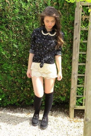 black node pattern shirt - black creepers shoes - eggshell lace shorts - socks