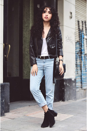 navy mom Levis jeans - black faux leather Zara jacket