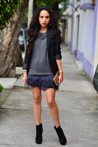 blue feather Zara skirt - black ankle boots GoJane boots